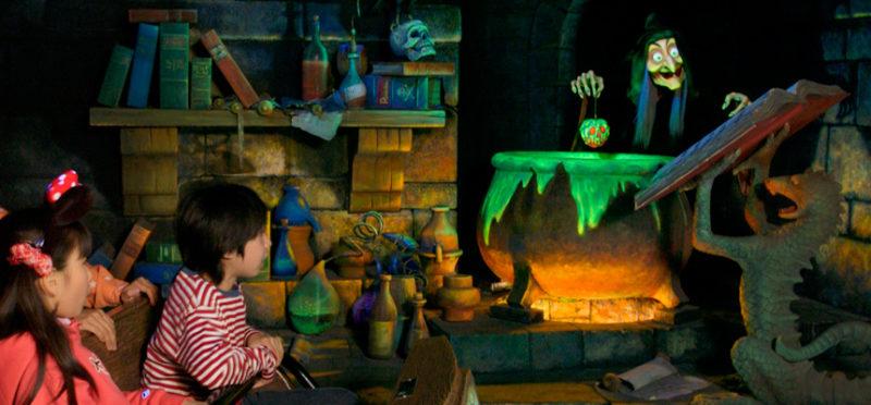 白雪姫と七人のこびとの暗い雰囲気の内部