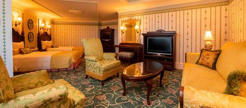 ランドホテルのバリアフリー対応客室のリビングルーム