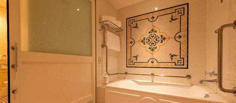 ランドホテルのバリアフリー対応客室の浴槽