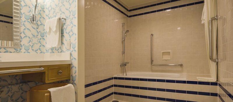 デラックスルーム(アクセシブル)の浴槽
