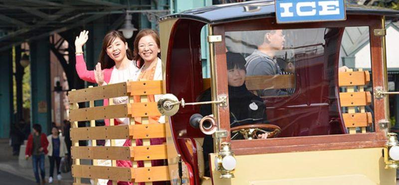 ビッグシティ・ヴィークルに乗る二人の女性
