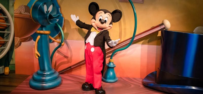 燕尾服を着たミッキーマウス