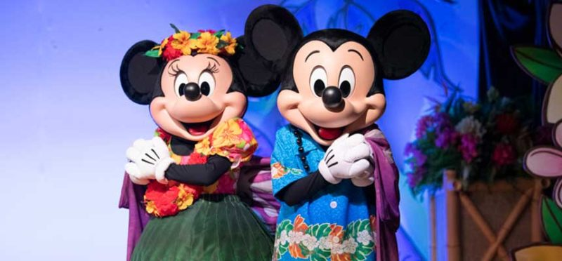 ショーに出演するミッキーとミニー